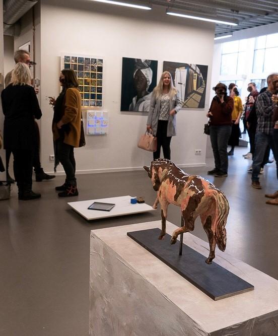 Voor een expositie genaamd 'toekomst denken' in Emmen mocht ik twee werken inleveren. Één van mijn ingeleverde werken: 'vooruitgang', zegt dan ook alles over mijn toekomst, want dankzij het proces wat aan dit werk vooraf ging, heb ik weer een toekomst en belangrijker nog: droom ik over een toekomst met meer dan niks.