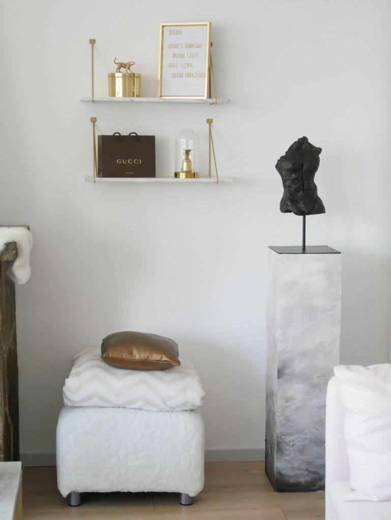 unieke kunst, kunst met een verhaal, beeld in huis. mannen torso black